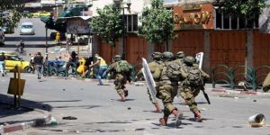 قوات الاحتلال تعتقل فلسطينيين وتصيب العشرات بالاختناق في جنين