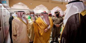 أمير القصيم يطلع على المعرض الفوتوغرافي المصور والمقام بمناسبة اليوم الوطني الـ 91