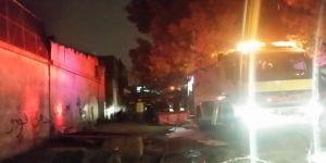 """""""مدني العاصمة المقدسة"""" يباشر حريقًا في مستودع بـ""""النكاسة"""""""