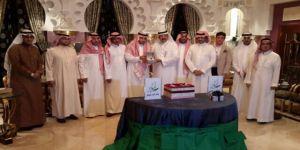 ملتقى الحوار الثقافي يكرم الإعلامي فهد السمحان لمجهوداته التى ابرزها على حدود المملكة لتغطية عاصفة الحزم