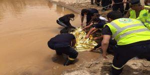 """بالصور.. العثور على جثة مفقود سيول """"وادي عتود"""" بعد أسبوعين من فقدانه"""