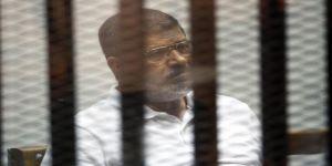 مرسي باللباس الأحمر لأول مرة اليوم أمام المحكمة