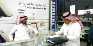شبان سعوديون في سوق الجوالات: نحقق دخلاً يصل لـ900 ريال في اليوم الواحد