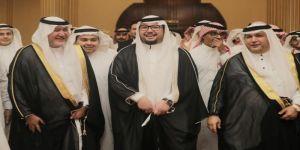 آل نيازي يباركون للدكتور نشأت خالد بمناسبة زواجه