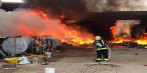 مدني #سكاكا يسيطر على حريق مستودعين في منطقة المستودعات ولا إصابات لله الحمد
