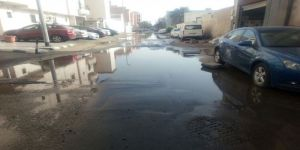 مياه بوادي جدة تحاصر قنصلية بلد المليون والنصف شهيد والأهالي بين كر وفر