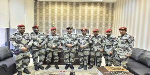 بن قرار يقلد 6 من منسوبي الشرطة العسكرية بقوات الطوارئ الخاصة رتبهم الجديدة