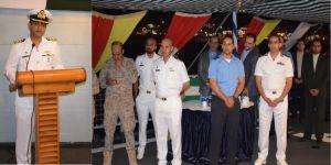 مأدبة العشاء على متن السفينة الحربية الباكستانية أسلط في الميناء جدة الإسلامية
