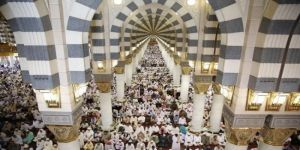 إمام المسجد النبوي يناشد الأفغان حقن الدماء وتحقيق السلام