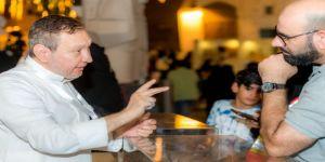 البخاري يستحوذ بعملاته النقدية على إهتمام زوار فعاليات مسك الخيرية