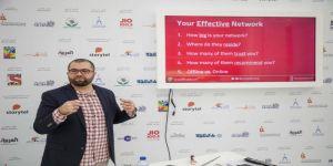 جلسة متخصصة حول طرق تنظيم حملة تسويقية ناجحة ومؤثرة