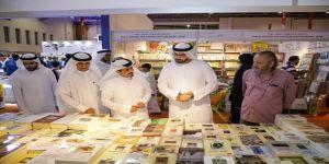 القرقاوي يزور الشارقة الدولي للكتاب ويشيد بمسيرة الثقافة الإماراتية