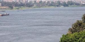 مصري يقتـل أولاده الثلاثة برميهم في النيل.. ويلقي نفسه وراءهم