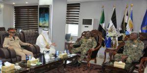 رئيس المجلس العسكري الإنتقالي القائد العام للقوات المسلحة يمنح الملحق العسكري السعودي وسام النيلين