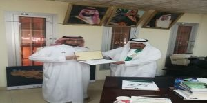 رئيس نادي مكة الثقافي الأدبي الدكتور حامد الربيعي يكرم الإعلامي عمر شيخ