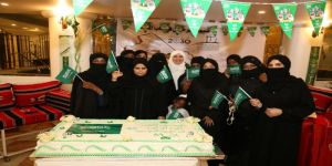 قائدة اللجنة النسائية لمطوفي حجاج الدول الافريقية غير العربية تكرم أمهات أشبال كشافة مكة
