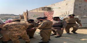 في مكة حملة أمنية مباغتة .. تطيح بأكثر من 150 مخالفاً للعمل والإقامة