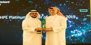 الخبير الاقتصادي السعودي علي رضا يحصل على جائزة الشريك المتميز من HPE في معرض جايتكس دبي 2019