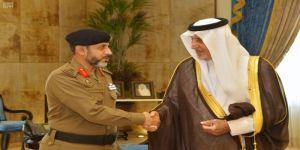 الأمير خالد الفيصل يقلد قائد القوة الخاصة لأمن المسجد الحرام رتبته الجديدة