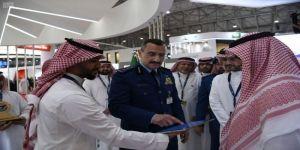 سمو قائد القوات الجوية الملكية السعودية يزور عدداً من الأجنحة المشاركة في معرض دبي للطيران
