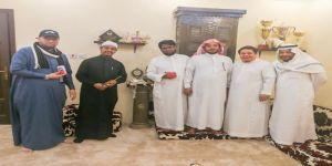 بعد أكثر من 16 عاما يتقابلون في منزل الفنان سلطان السيامي