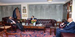سفير المملكة لدى بريطانيا يزور المركز الثقافي الإسلامي ويطمئن على مؤذن تعرض للاعتداء