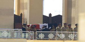 مصر برئيسها وشعبها وأجهزتها العسكرية تشيع جثمان رئيسها الأسبق لمثواه الأخير