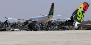 مطار معيتيقة بالعاصمة الليبية يعلن توقف الملاحة مع استمرار القصف