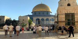 مستوطنين يهود بينهم طلبة وموظفون يقتحمون الأقصى