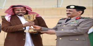 نائب مدير الأمن العام يسلم كأس الأمن العام للفائز بالمركز الأول