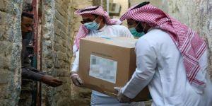 تسيير 16 شاحنة بآلاف السلال الغذائية لتوزيعها داخل المملكة صدقةً عن شهداء الواجب