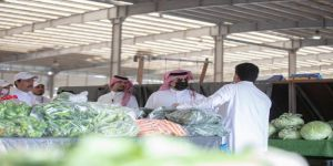 الأمير تركي بن طلال يتفقَّد أسواق أبها النموذجية