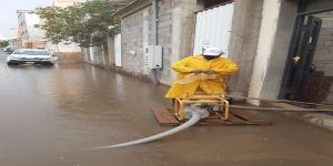 أمانة عسير تسحب أكثر من 500 طن من مياه الأمطار