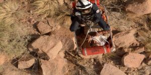 إنقاذ مسن تعرض للإصابة بالظهر بقمة جبل في المدينة