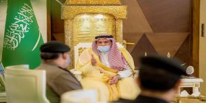 أمير القصيم يكرم مدير الدوريات الأمنية بالمنطقة