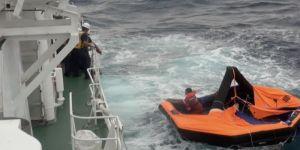 اليابان تعلق عمليات البحث عن ناجين من غرق سفينة قبالة سواحلها بسبب إعصار
