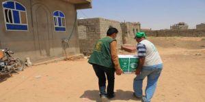 مركز الملك سلمان للإغاثة يوزع سلال غذائية لنازحي صعدة ومأرب