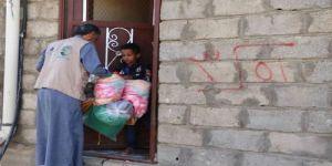 توزيع 405 حقائب شتوية للمتضررين في مديرية الصومعة بمحافظة البيضاء