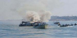 زوارق الإحتلال تطلق قذائفها تجاه مركب صيد قبالة بحر غزة