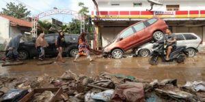 44 قتيلا بفياضانات إندونيسيا وأنباء تشير إلى إرتفاع بعدد الضحايا