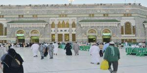 800 مشاية متعددة الألوان تحدد مسارات حركة الحشود بالمسجد الحرام