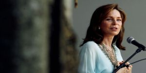بكلمات مؤثرة: الملكة نور تنعي الأمير محمد بن طلال