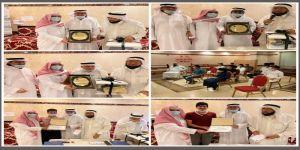 الحافظ يكرم بعض اعضاء مجلس الادارة وفريق اهداء التطوعي والمتعاونين مع الفريق
