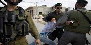 قوات الاحتلال تعتقل أطفال من مخيم عايدة شمال بيت لحم