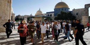 بجولات استفزازية المستوطنين يقتحمون باحات المسجد الأقصى