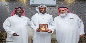 علي بكر يكرم المهندس إبراهيم لدوره المجتمعي